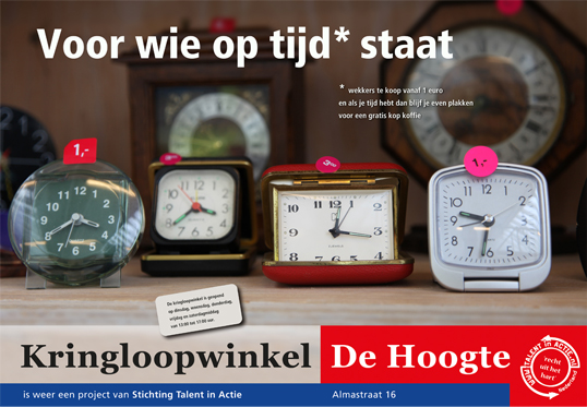 Kringloopwinkel de Hoogte poster Op tijd staan