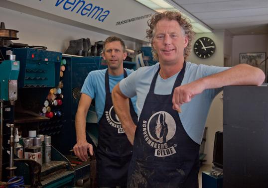 Rick en Eddie van der Noord in Jan Venema Schoenmakerij
